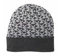Женская стильная серая шапка  c лого популярного бренда Michael Kors