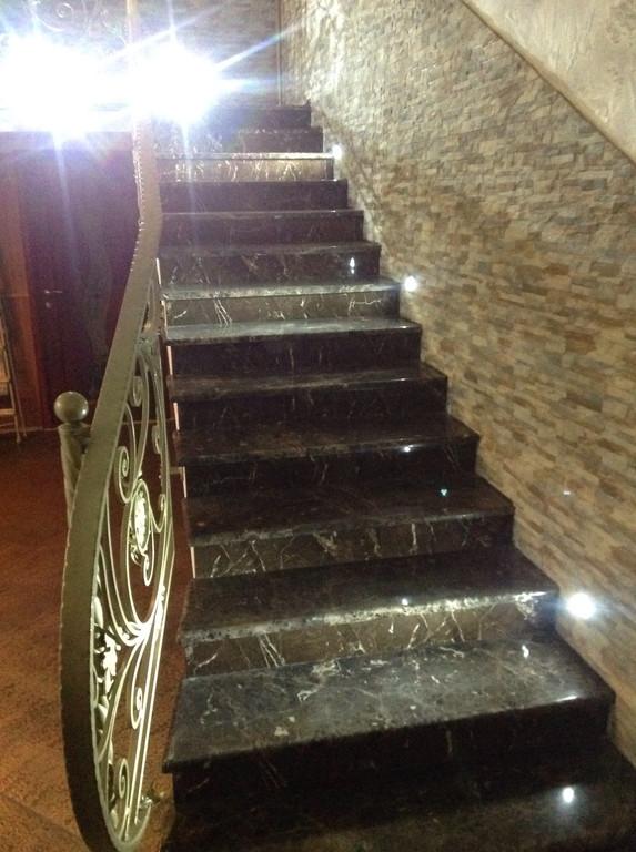 Лестница из мрамора Emperador Dark 2