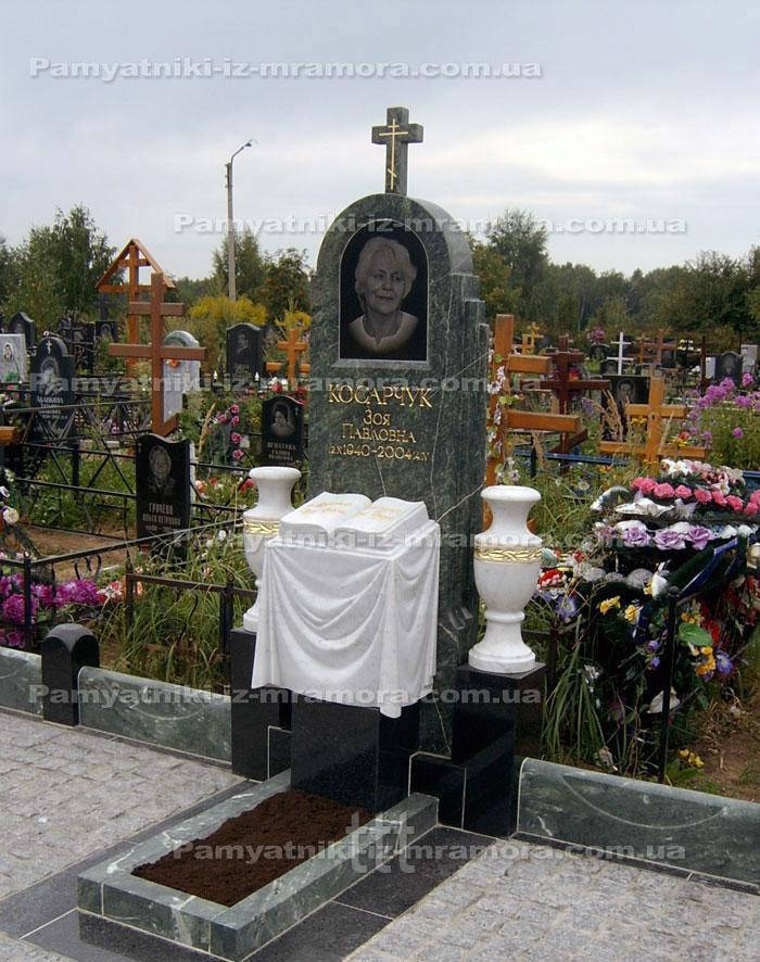 Надгробие из зеленого и белого  мрамора №56