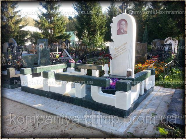 Памятник из белого и зеленого мрамора №61