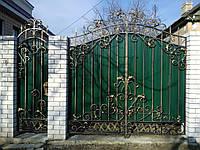 Ворота с профнастилом, кованый рисунок из проф.трубы.