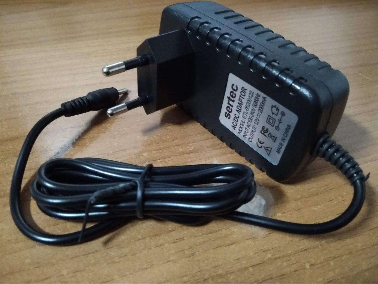 Сетевое зарядное устройство для планшетов 12 вольт 2а 2.5 / 0.7мм