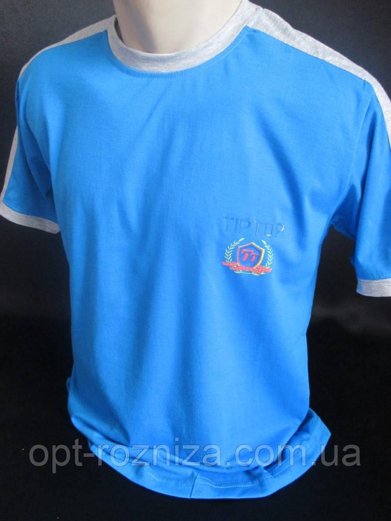 Однотонные футболки с круглым вырезом.