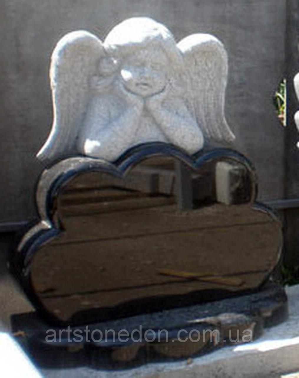 Детский памятник с ангелом