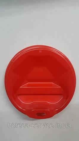 Крышка пластиковая красная для бумажных стаканчиков в ассортименте с поилкой питейником., фото 2