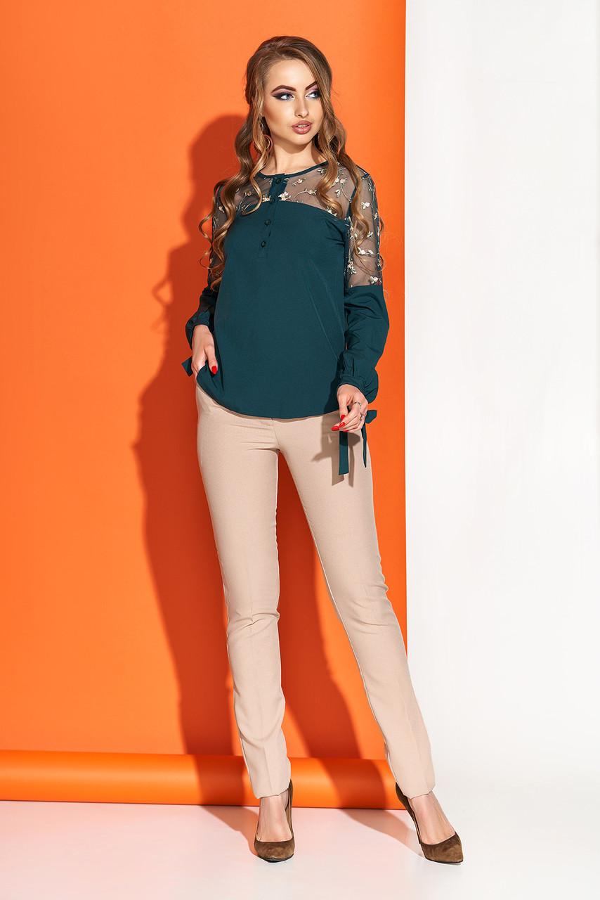 Красивая блузка с вышивкой изумрудная
