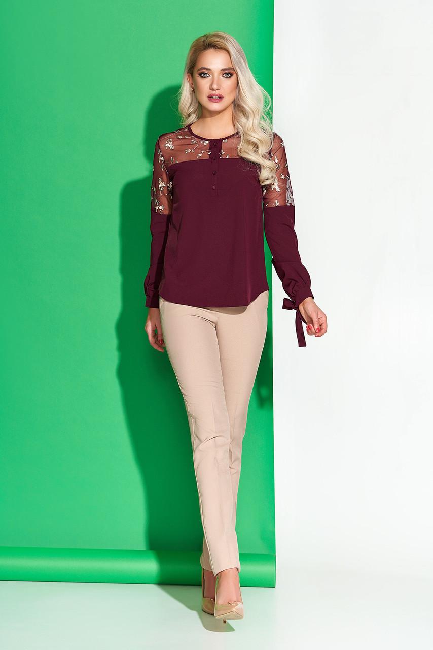 Модная блузка с вышивкой бордовая