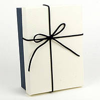 Подарочная коробка Vintage белая с синим  22.5 x 16 x 9.5 см