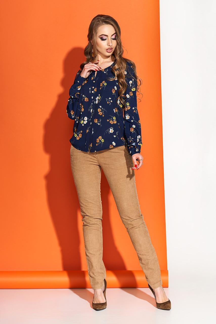 Красивая блузка с принтом синяя