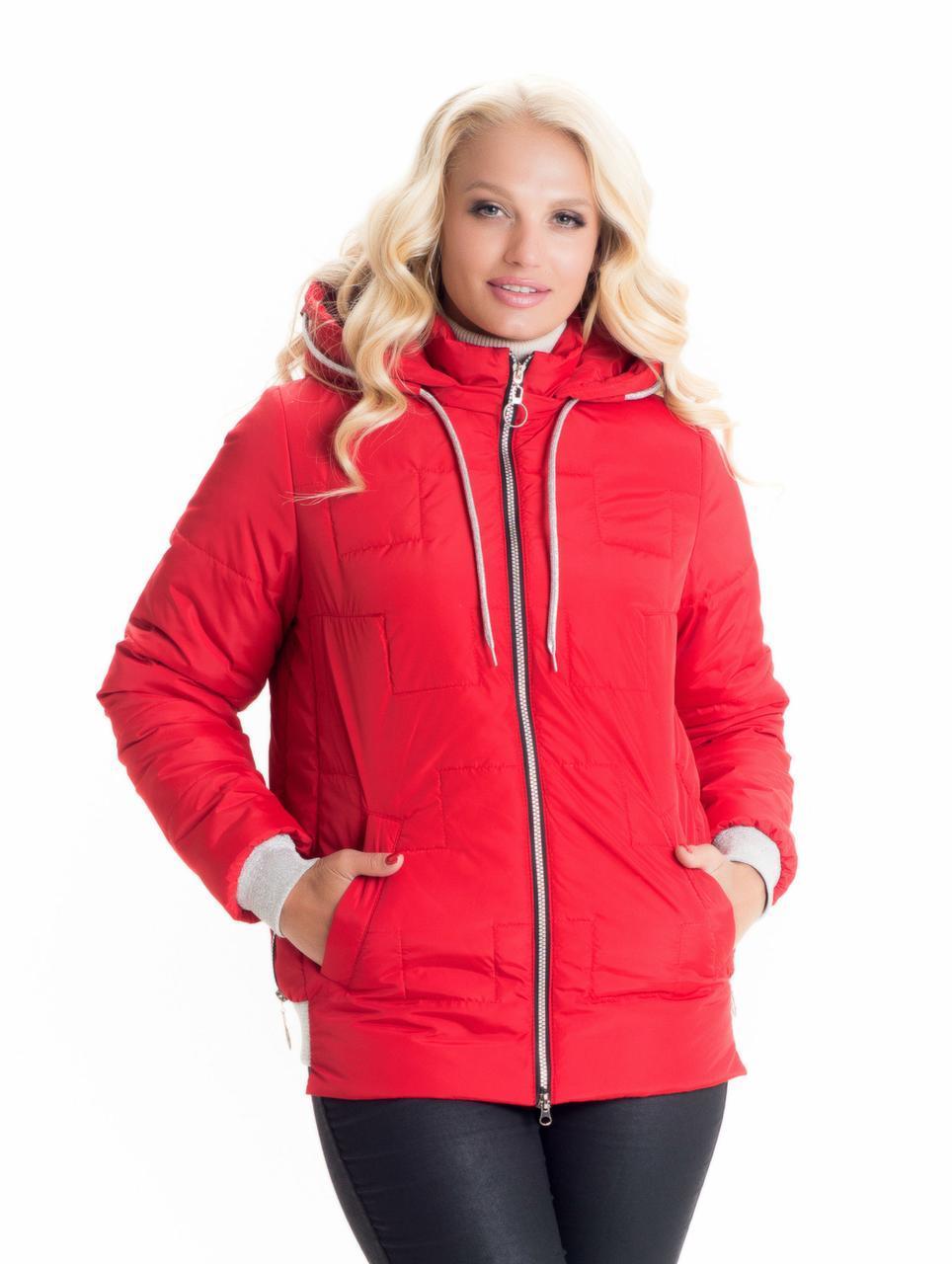 Модная короткая красная куртка