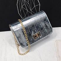 Голографическая сумка клатч с тиснением на цепочке, фото 2