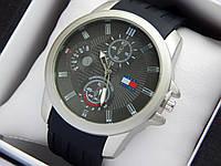 Мужские кварцевые наручные часы Tommy Hilfiger, черный циферблат, матовое покрытие, черный каучуковый ремешок, фото 1