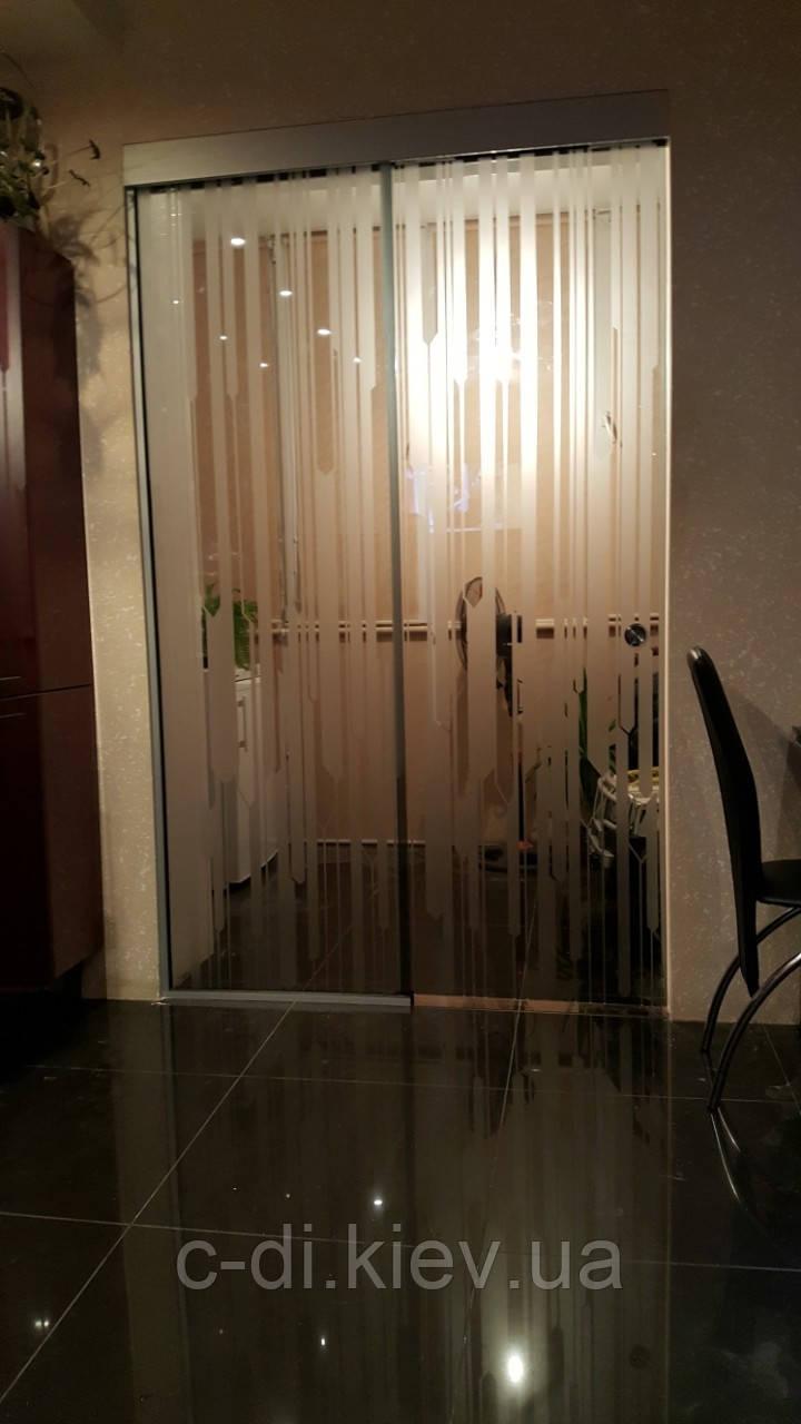 Стеклянная раздвижная дверь (стекло бронза с рисунком)