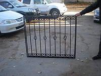 Металлическая решетка с элементами ковки