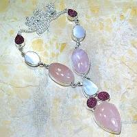 Серебряное ожерелье с натур. камнями