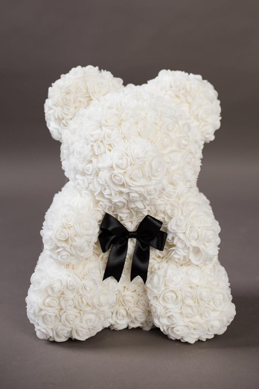 Подарок мишка из цветов белый с бантом 40см