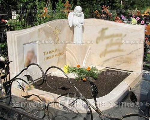 Мраморное надгробие  с ангелочком № 77