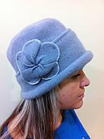 Шапка из мягкого фетра с  подворотом по краю шапки и украшением  в форме большого цветка