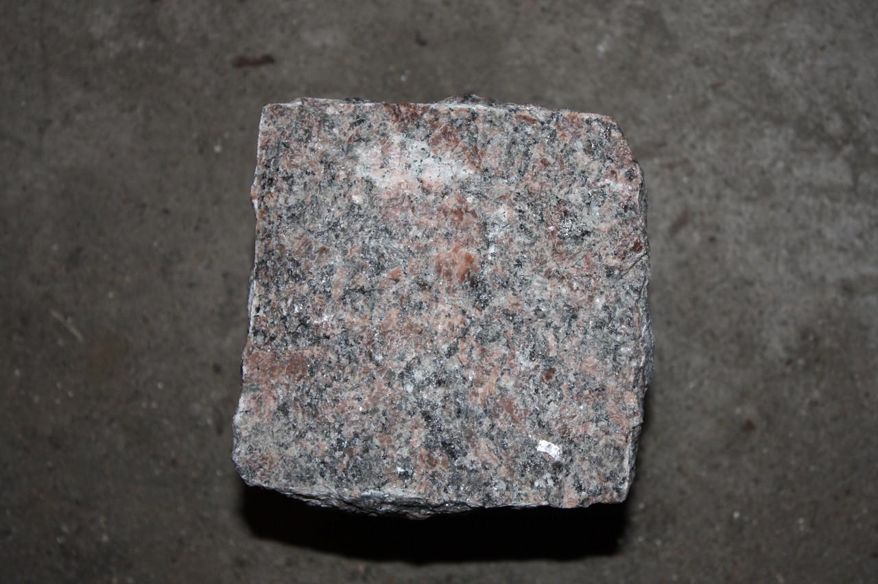 Брасчатка гранитная колотая 100*100*100 Новоданиловского местрождения