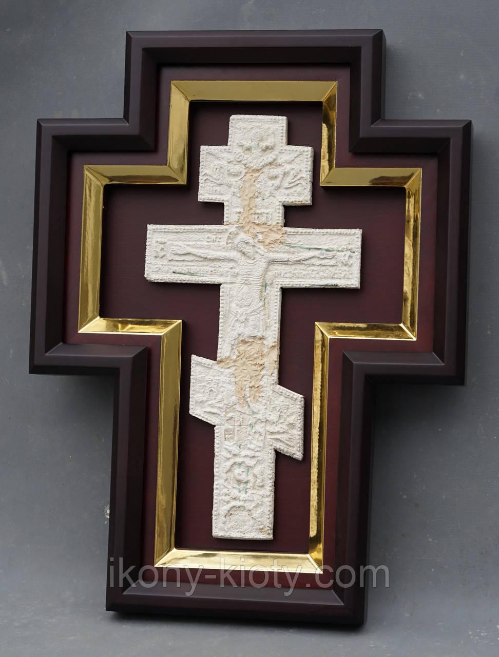 Киот для креста или распятия с золоченной рамой.