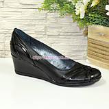 Туфли женские комбинированные на невысокой танкетке, фото 4