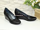 Туфли женские комбинированные на невысокой танкетке, фото 2