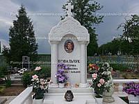 Мраморный памятник с колоннами № 102