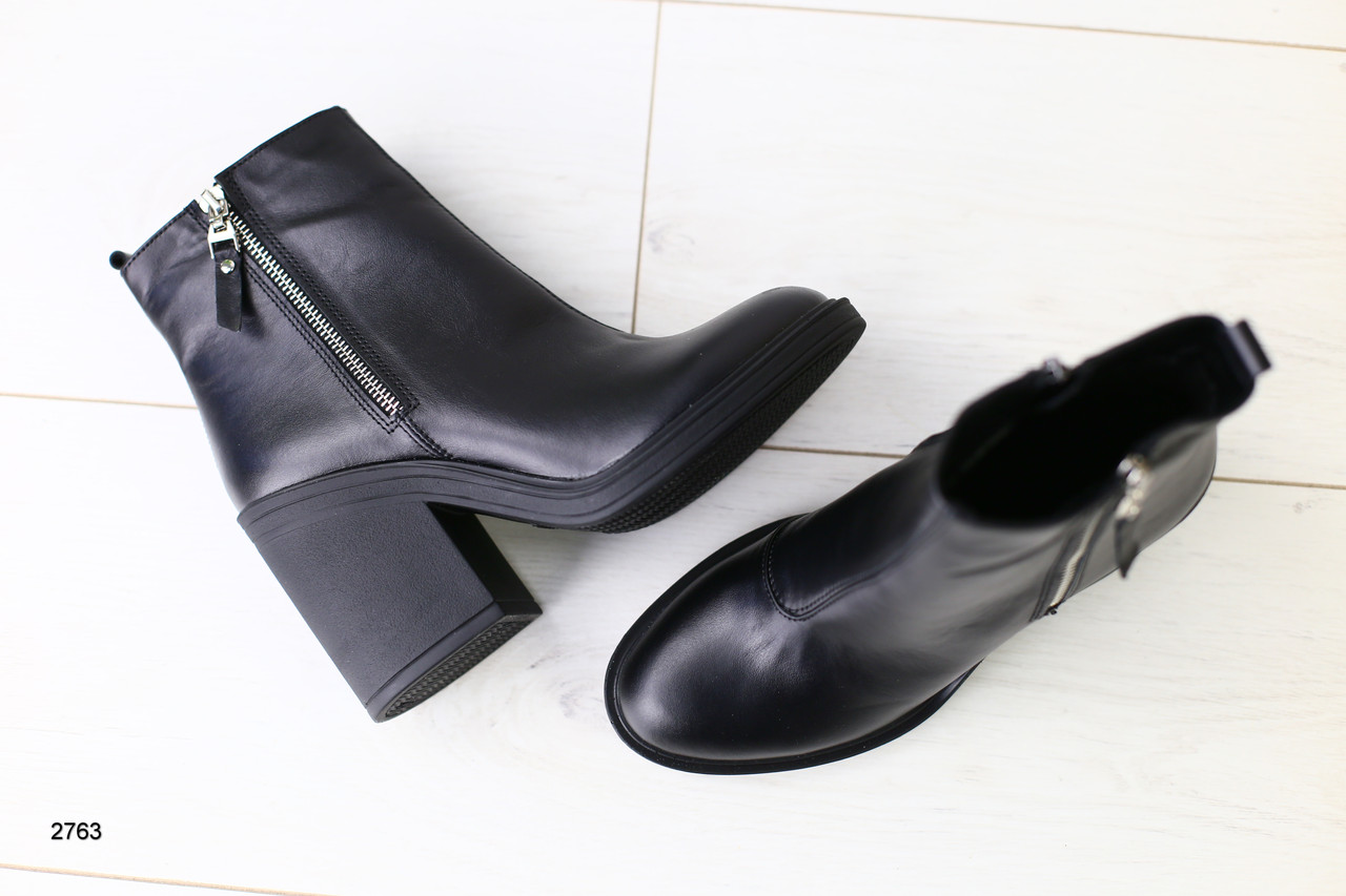 e1c2990fe Зимние женские ботинки, кожаные, черные, на меху, с замочками, на небольшом устойчивом  каблуке ...