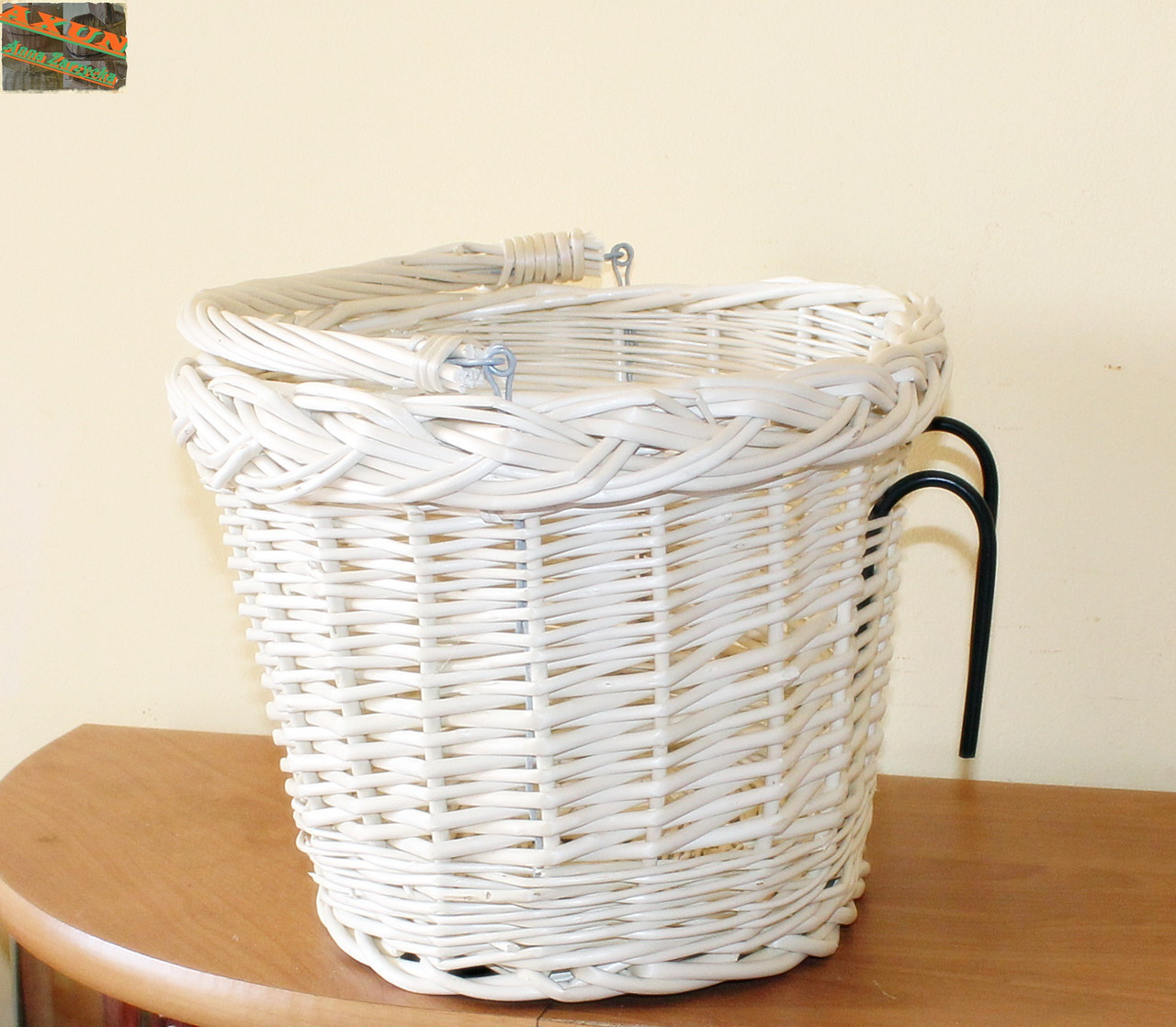 Плетенная корзина White