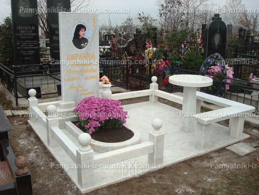 Мраморный комплекс из белого мрамора установлен в Одесской обл. №4