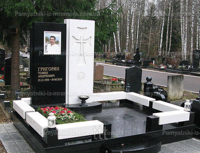 Комплекс из мрамора на кладбище №7