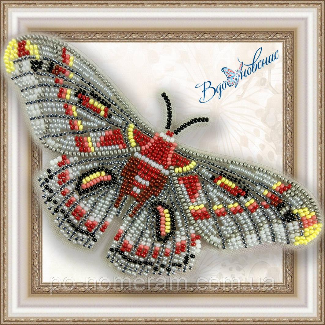 Бабочка из бисера вышивка на пластиковой основе Гиалофора кекропия (BGP026)