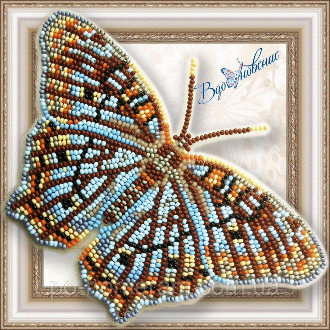 Бабочка из бисера вышивка на пластиковой основе Белый павлин (BGP058)