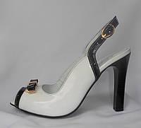 Элегантные женские летние белые кожаные босоножки на высоком каблуке с бантиком
