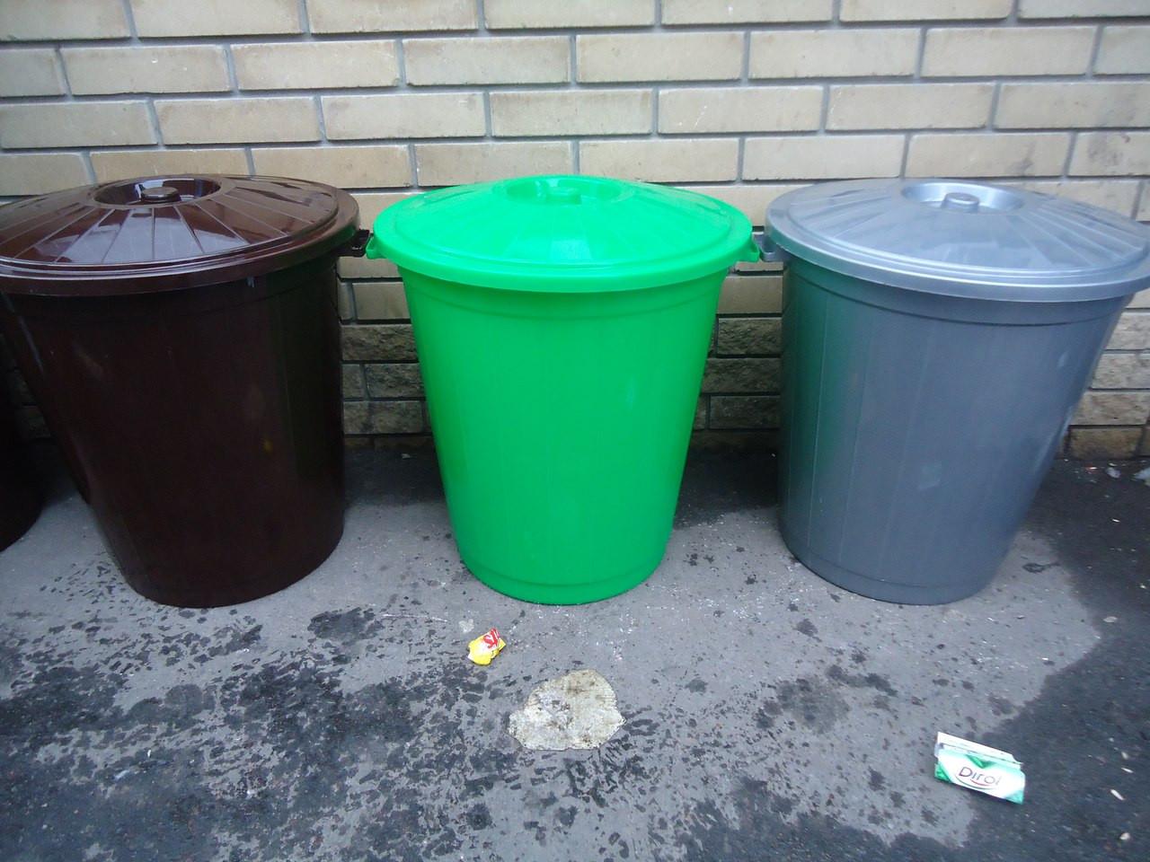 Бак пластиковый с крышкой пищевой 65 литров