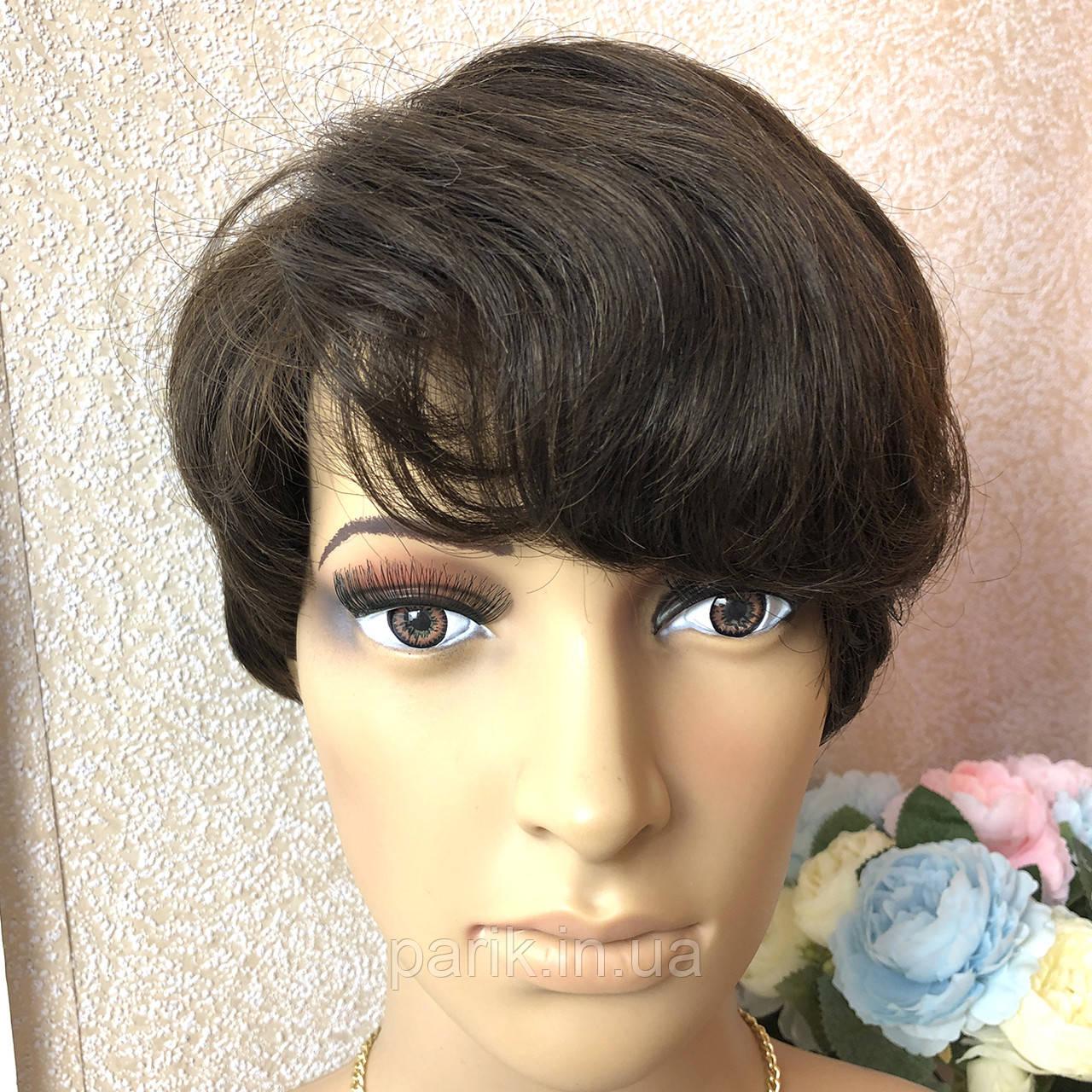 Короткий парик коричневого оттенка, под мальчика