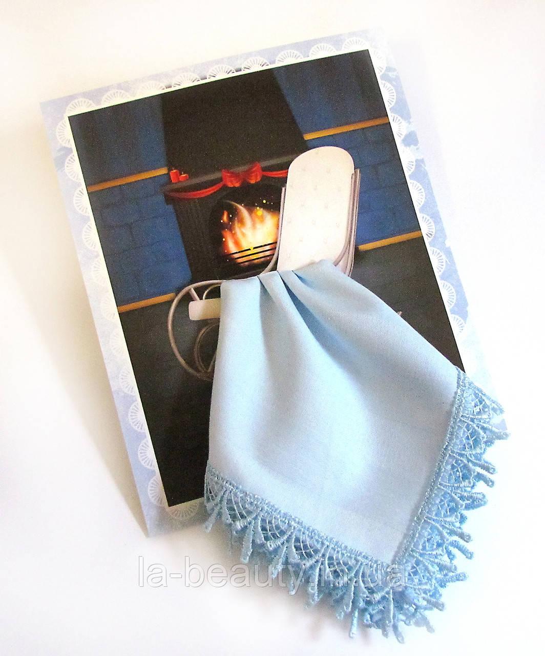 Подарочный носовой платок Плед на кресле у камина голубой с кружевом