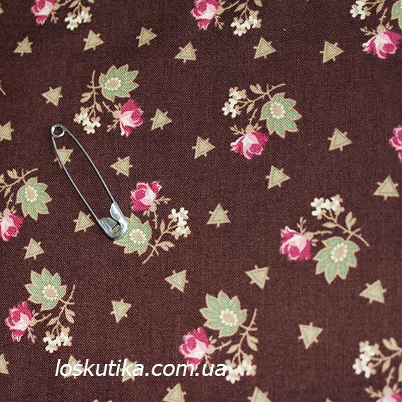 42001 Розовые бутоны на коричневом. Хлопковая ткань для шитья, поделок и для лоскутного шитья (пэчворка)