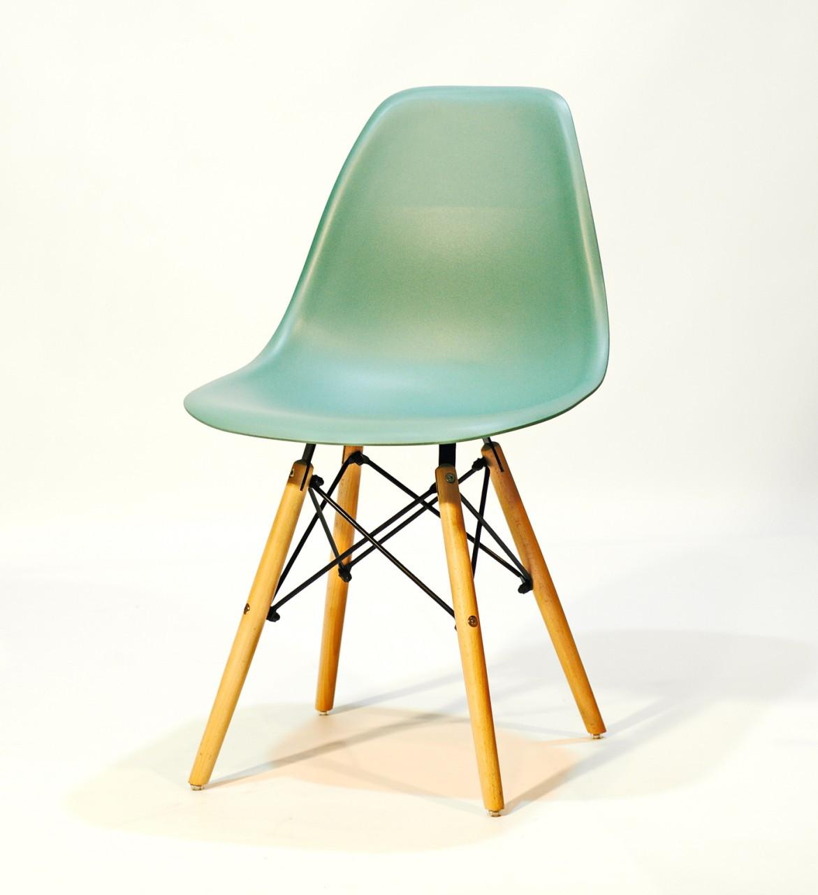 Стул пластиковый на деревянных ножках цвет Трилистник в современном стиле Nik для баров, кафе, ресторанов