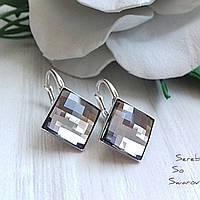 Лаконичное сережки из серебра с кристаллами Swarovski в форме шахматной доски в чёрно-белом цвете