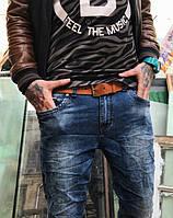Молодежные мужские джинсы. Раз...