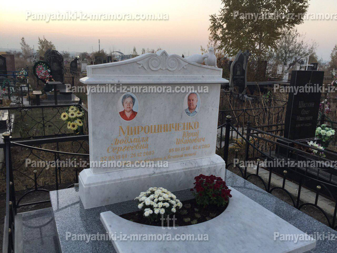 Мраморное двойное надгробие №2