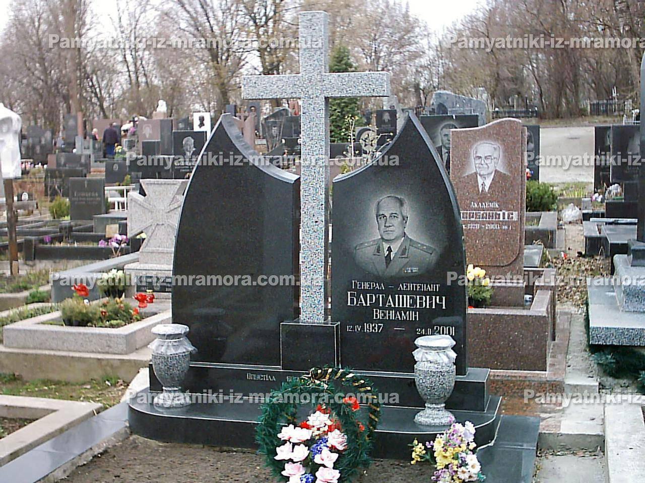 Надгробие с крестом двойное № 17