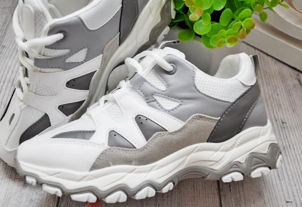 Женские кроссовки на массивной подошве бело-серые