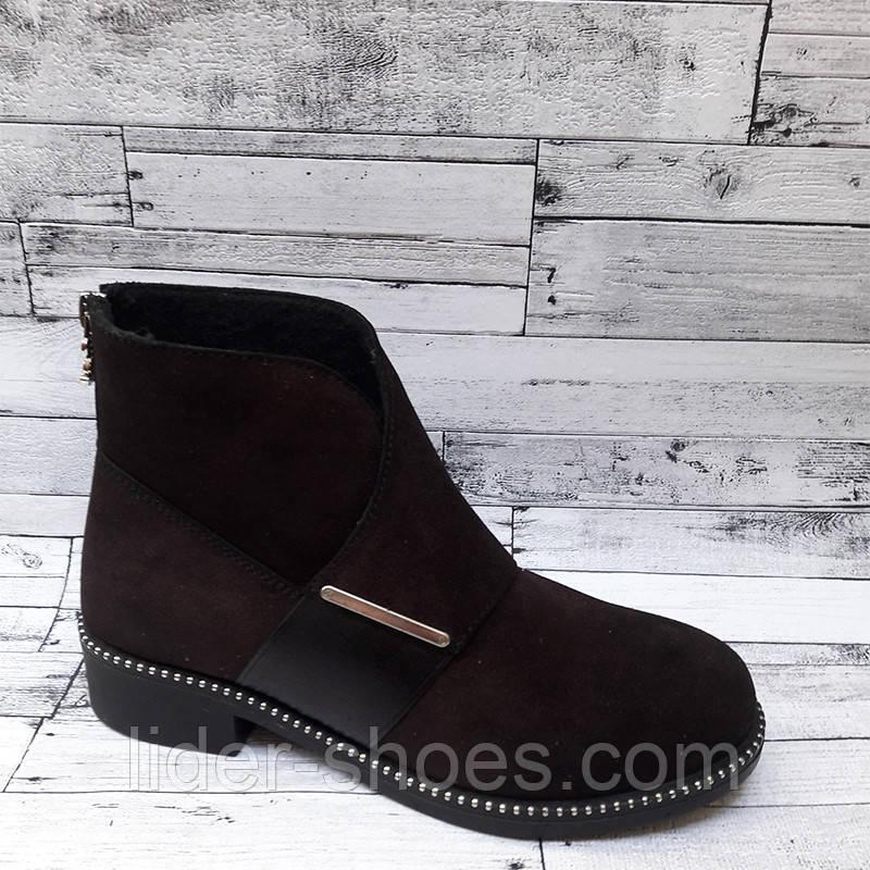 Модные женские ботинки на низком каблуке