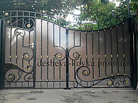 Ковані ворота з встроєнною каліткою і профнастилом