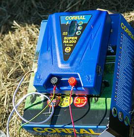 """Пастбищный генератор импульсов Corral для организации электроизгородей обладающий высокой энергией разряда на всей продолжительности электропастуха.  Запрещено скручивание/касание """"плюсовых"""" и """"минусовых"""" проводов подключения. Даже если в изоляции!"""