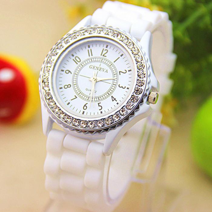 Женские часы Geneva Сrystal белые