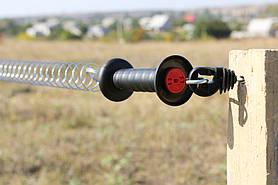 Комплект для ворот практичное и безопасное решение. Состоит: 1x воротная рукоятка с крючком (ограничителем натяжения). 1x специальная пружина. 2x изолятора для воротных рукояток (возможность установки проводников с двух сторон).