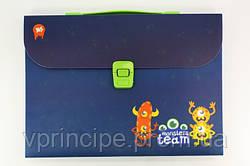 "Папка-портфель школьная А4, пластиковая на защелке,1 отделение,1 пластиковая ручка ""Monsters"""